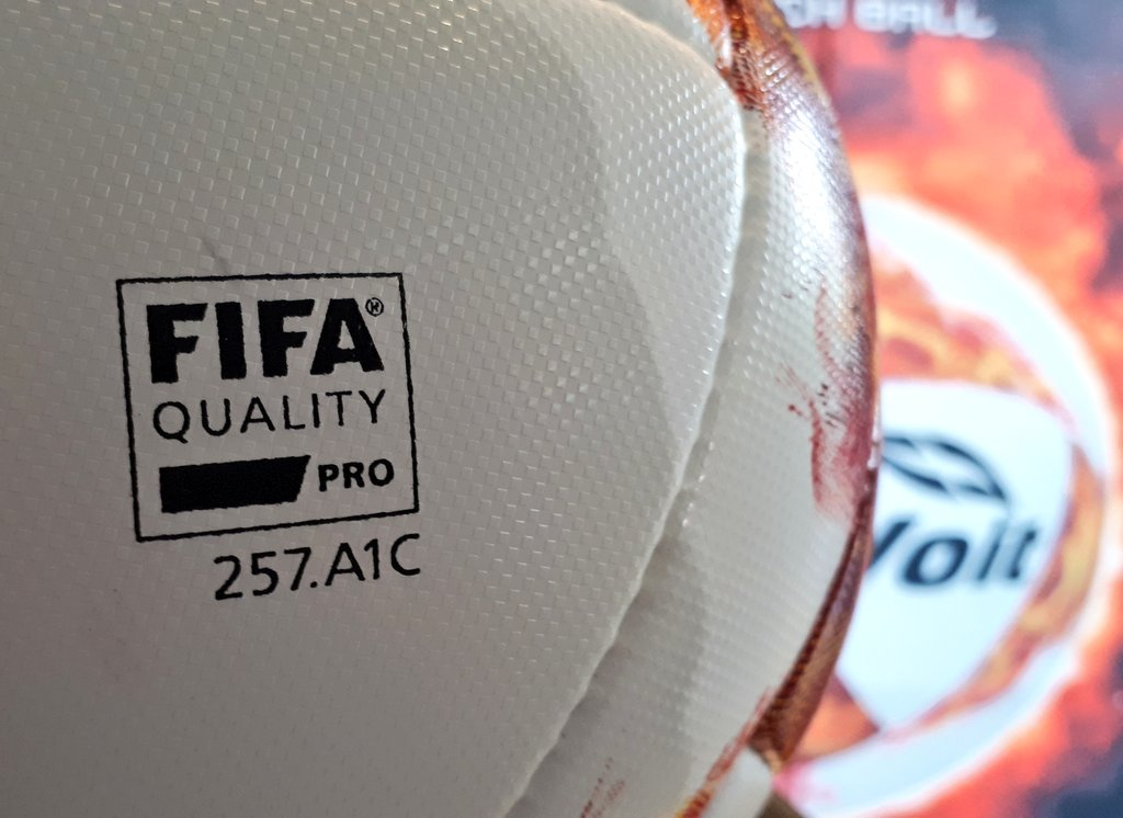 El diseño del balón cuenta con los colores blanco y rojo 068eb46f663d3